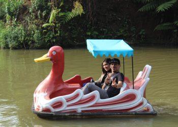 Perahu Bebek Palalangon Park